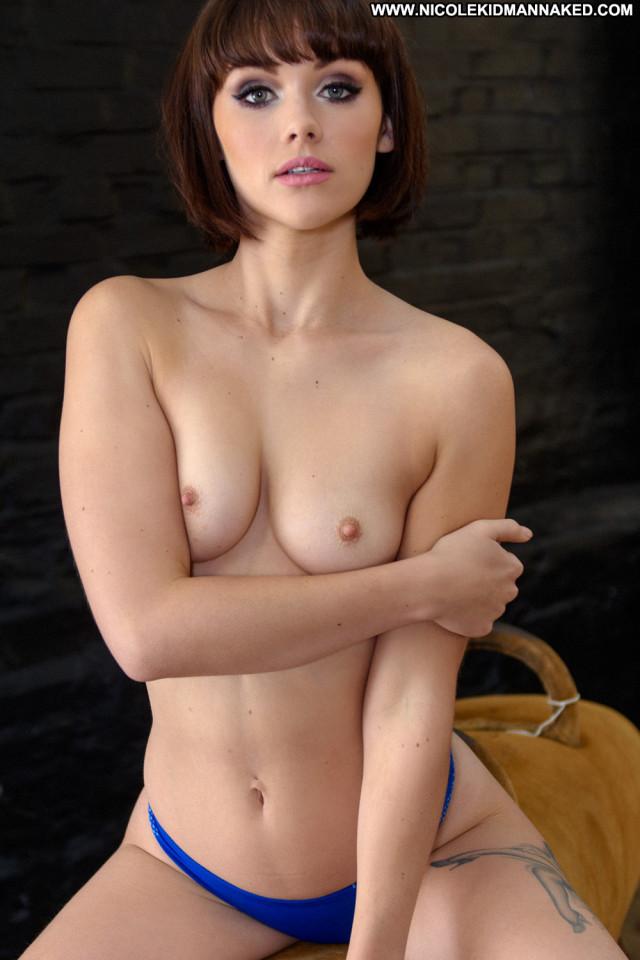 Mellisa Clarke No Source Celebrity Gorgeous Topless Short Hair Posing