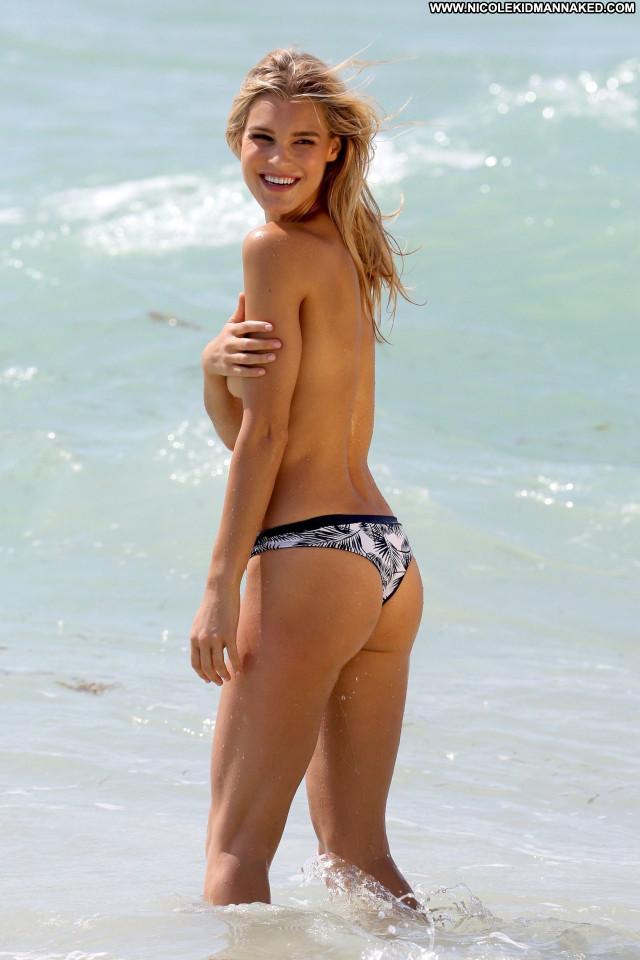 Sports Illustrated Sports Illustrated Model Beautiful Public Posing