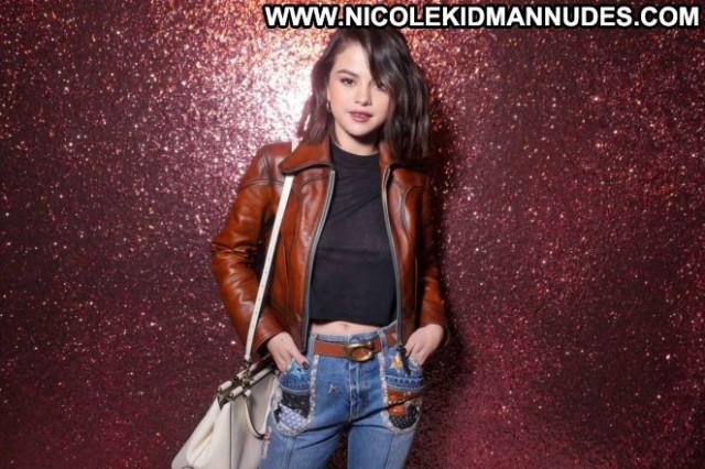 Selena Gomez Fashion Show Beautiful Fashion Celebrity Babe Posing Hot