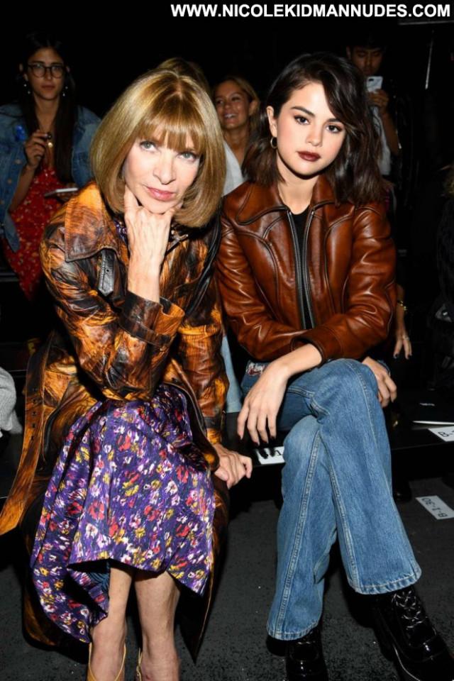 Selena Gomez Fashion Show Paparazzi Fashion Babe Celebrity Posing Hot