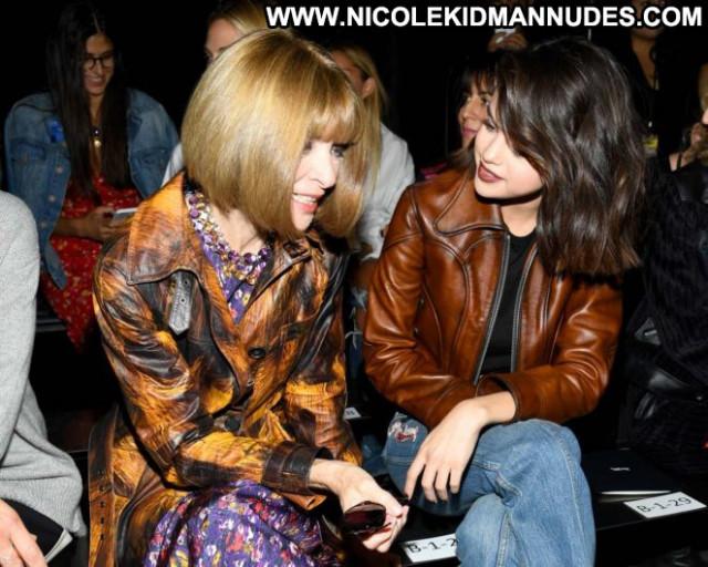Selena Gomez Fashion Show Coach Fashion Babe Posing Hot Beautiful