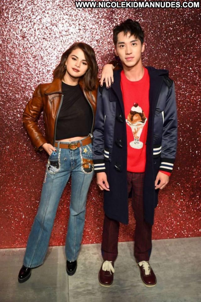 Selena Gomez Fashion Show Beautiful Babe Posing Hot Coach Fashion