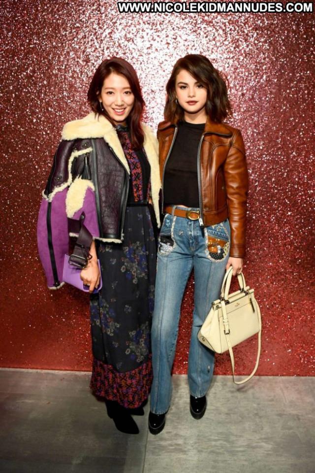 Selena Gomez Fashion Show Paparazzi Celebrity Fashion Beautiful Babe