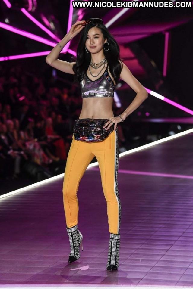 Estelle Chen Fashion Show Beautiful Posing Hot Paparazzi Fashion