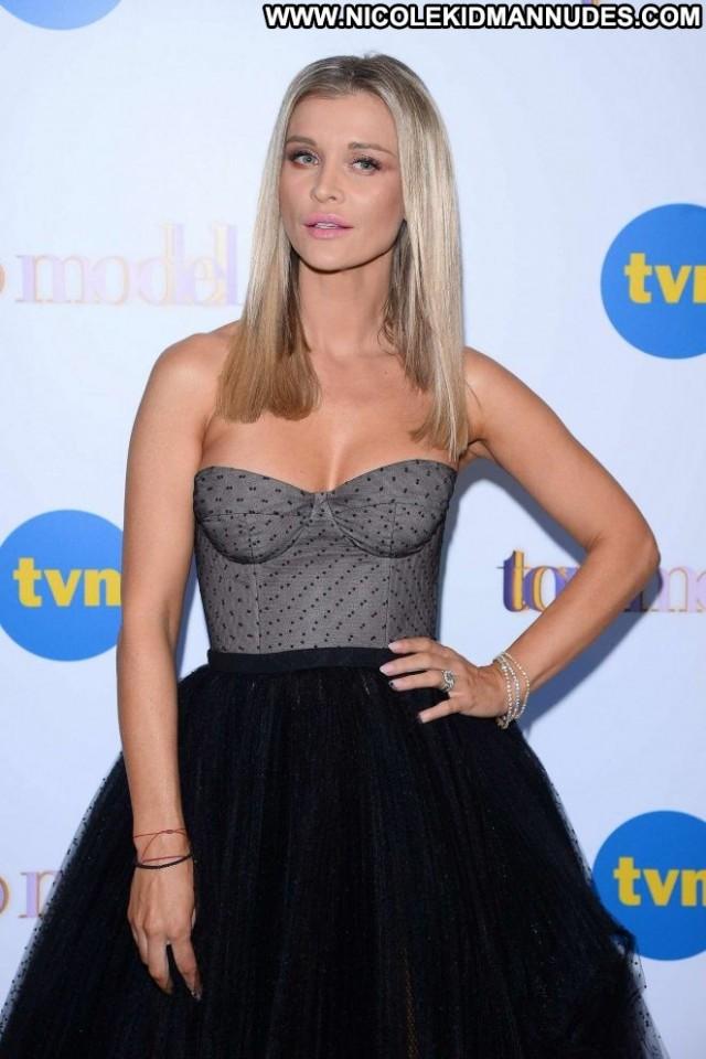 Joanna Krupa Tv Show Posing Hot Beautiful Babe Model Paparazzi Tv