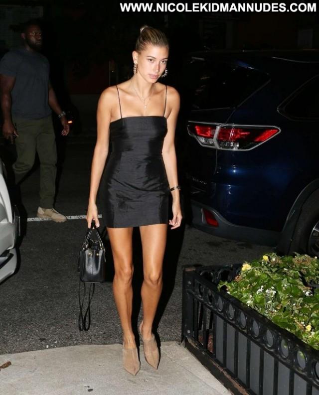 Hailey Baldwin New York Beautiful Babe Posing Hot Paparazzi Black