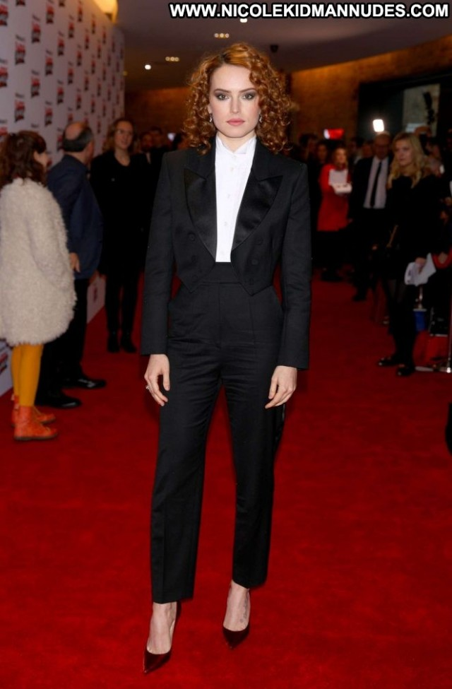 Daisy Ridley No Source Celebrity London Babe Paparazzi Awards Posing