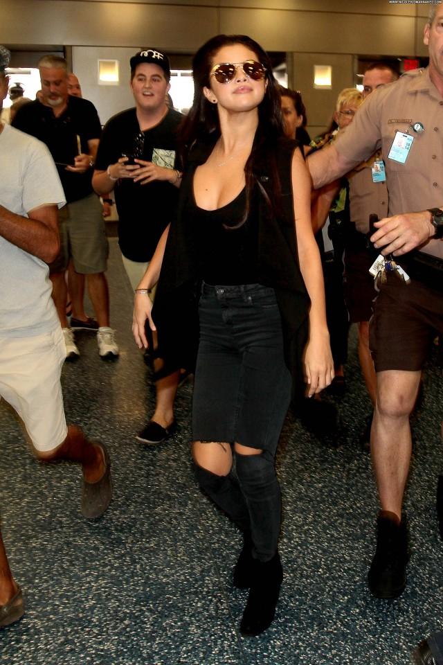 Selena Gomez Miami Airport July Posing Hot Celebrity
