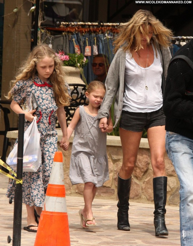 Kate Moss Shopping In Malibu April Posing Hot Celebrity