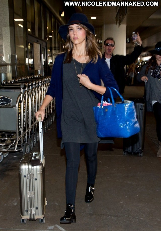 Jessica Alba Lax Airport Posing Hot Lax Airport Babe High Resolution