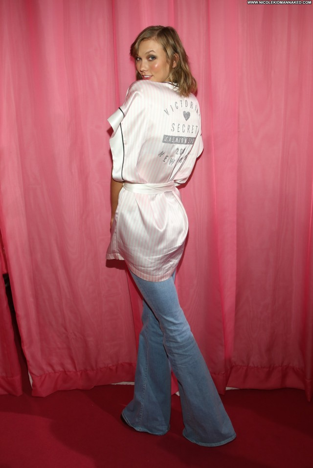 Karlie Kloss Fashion Show Babe Fashion High Resolution Posing Hot