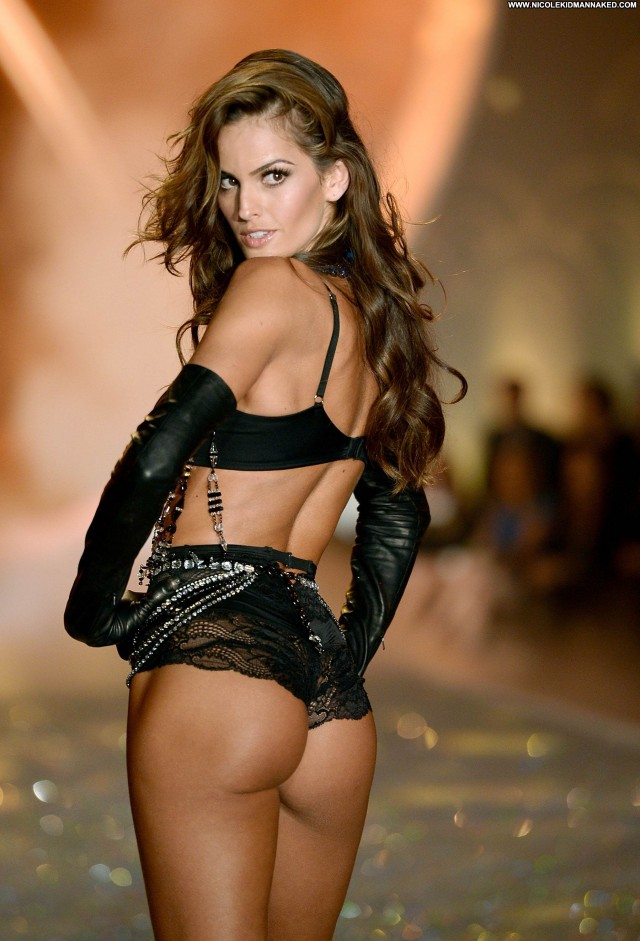 Izabel Goulart Fashion Show Beautiful High Resolution Fashion Nyc