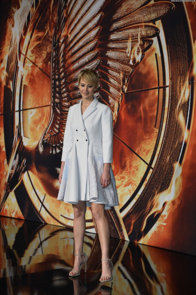 Jennifer Lawrence The Hunger Games Celebrity Posing Hot Beautiful