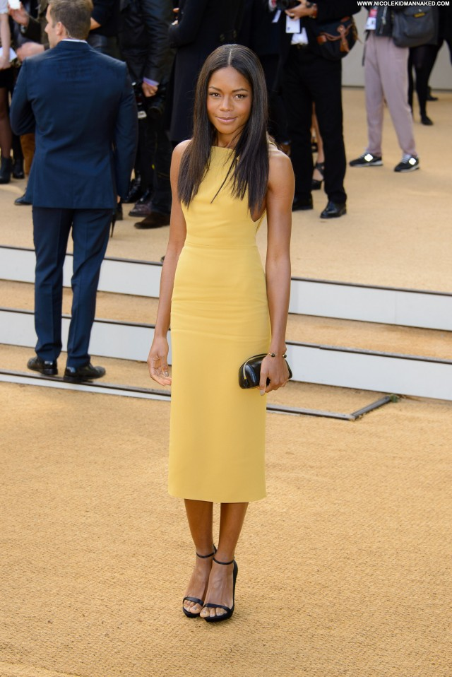 Naomie Harris Fashion Show Posing Hot High Resolution Babe Celebrity