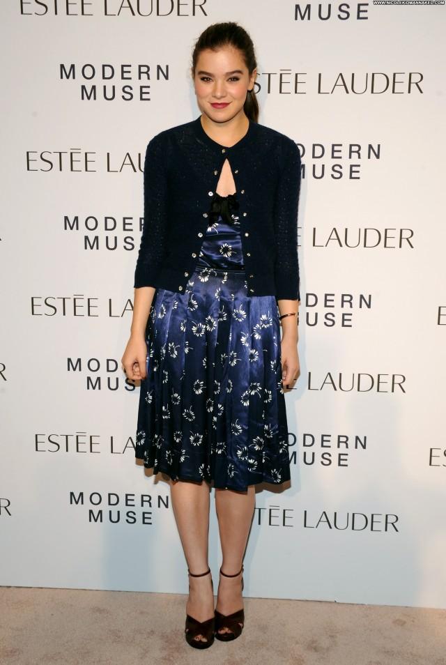 Hailee Steinfeld High Resolution Beautiful Babe Posing Hot Celebrity