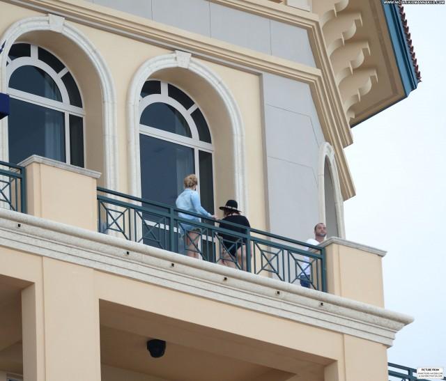 Hayden Panettiere No Source Beautiful Babe Balcony Celebrity Posing