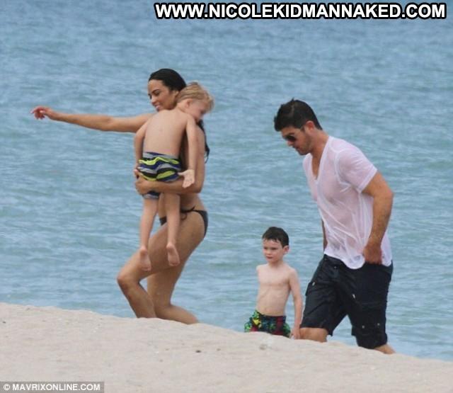 Paula Patton Vacation High Resolution Bikini Posing Hot Beach