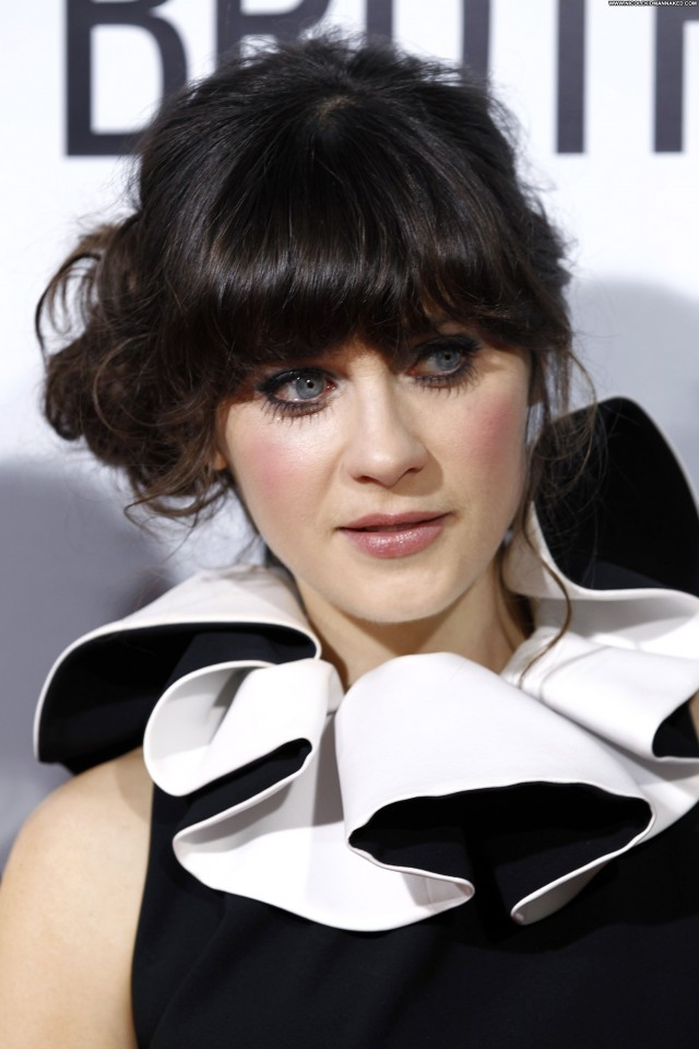 Zooey Deschanel Our Idiot Brother Posing Hot Celebrity Babe Beautiful