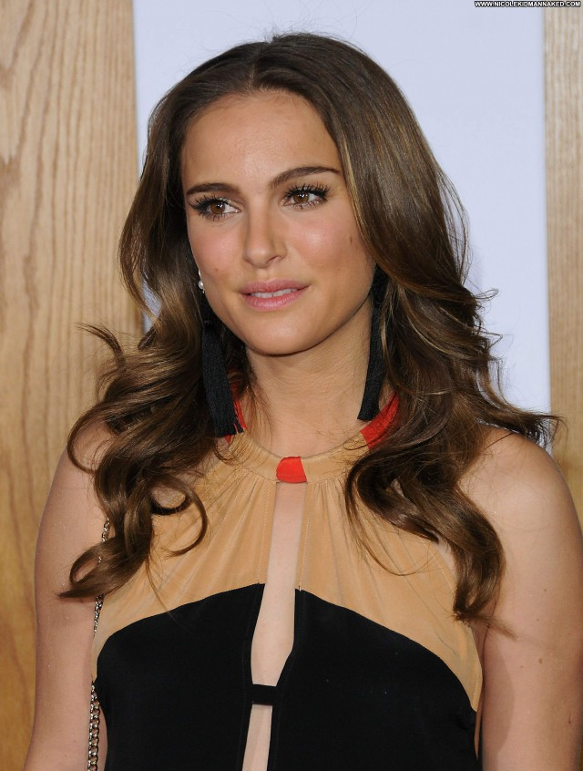 Natalie Portman No Strings Attached Posing Hot Babe Celebrity