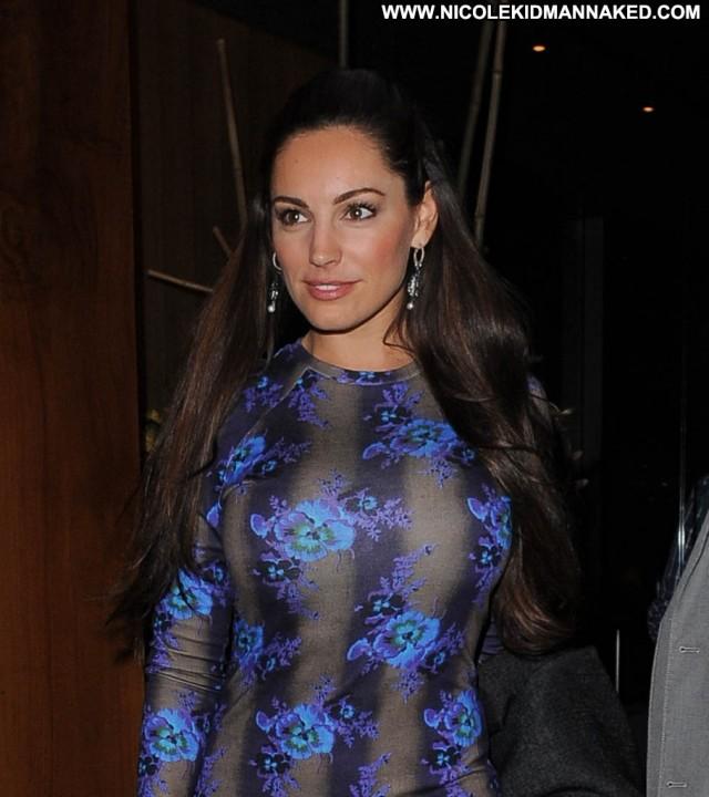 Kelly Brook No Source Celebrity Restaurant Beautiful Babe Posing Hot