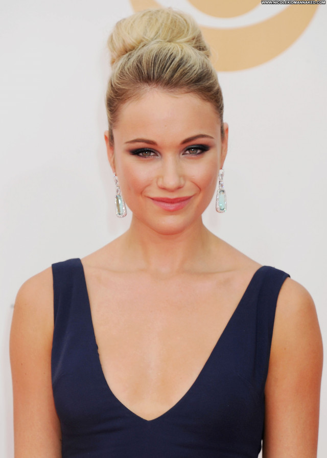 Katrina Bowden Primetime Emmy Awards Babe Celebrity Beautiful Posing