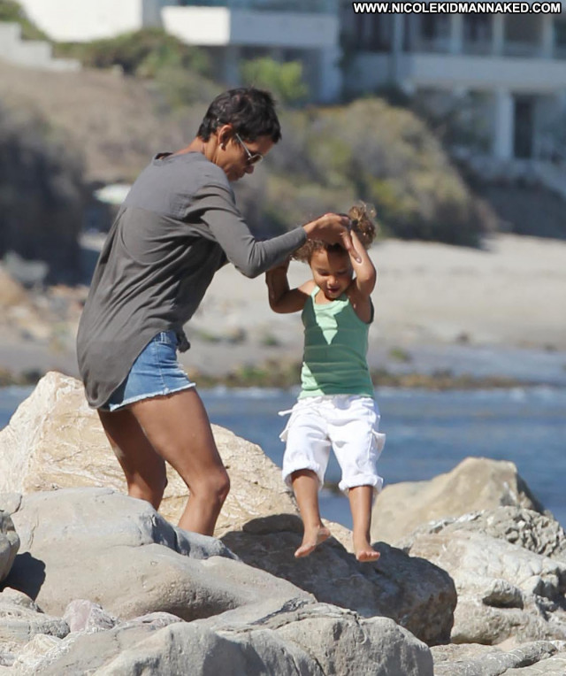 Halle Berry No Source Babe Beach Daughter Celebrity High Resolution