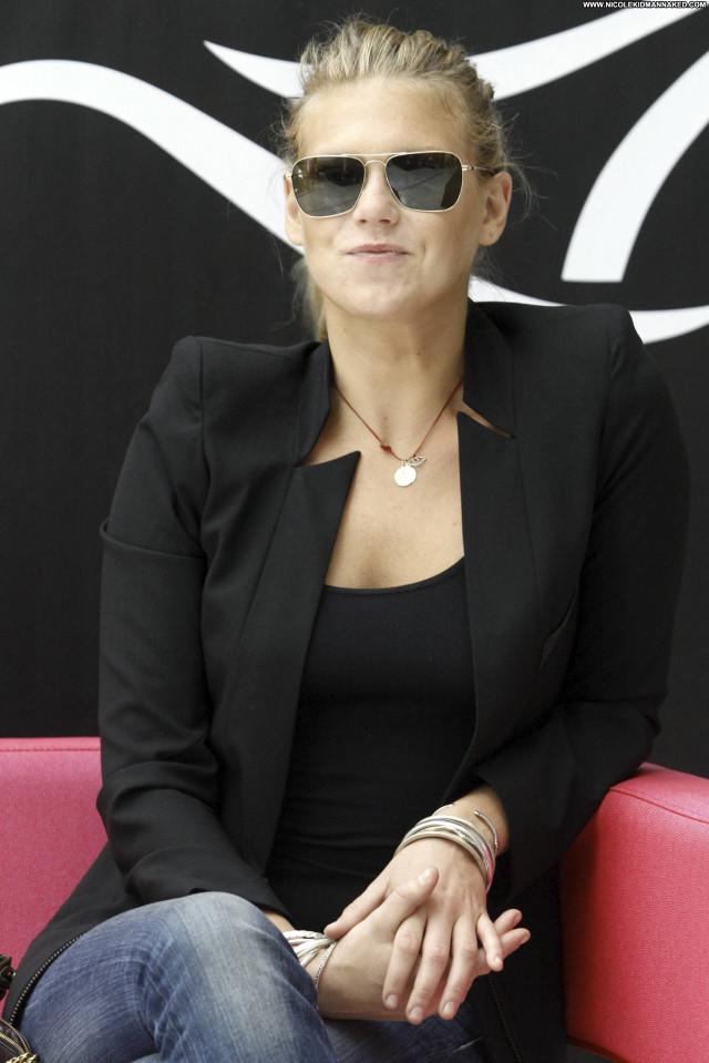 Alexandra Richards No Source Posing Hot High Resolution Celebrity