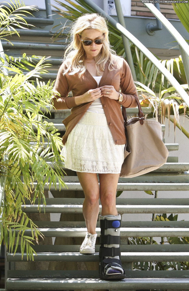 Reese Witherspoon Beverly Hills Beautiful Posing Hot Babe High