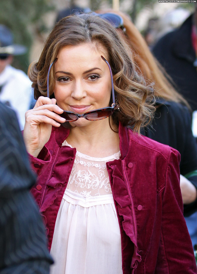 Alyssa Milano The Grove In La Beautiful High Resolution Celebrity