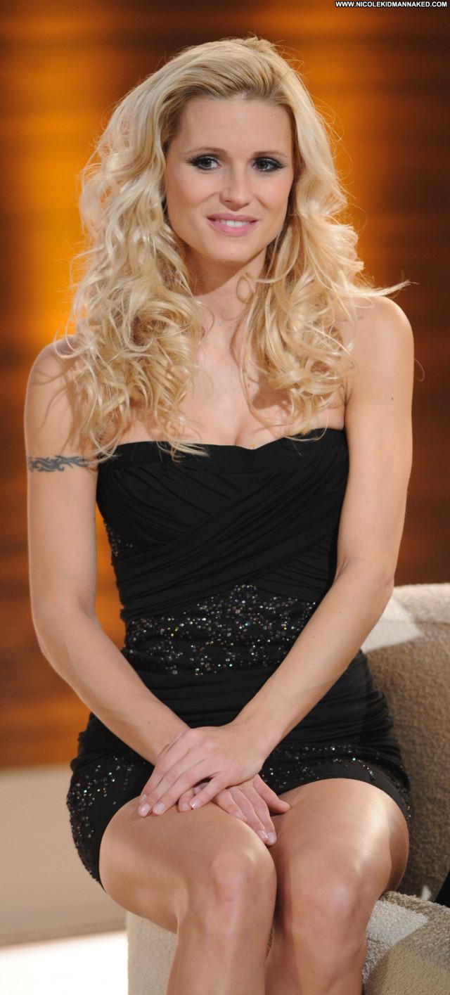 Michelle Hunziker Beverly Hills Beautiful Posing Hot Celebrity Babe