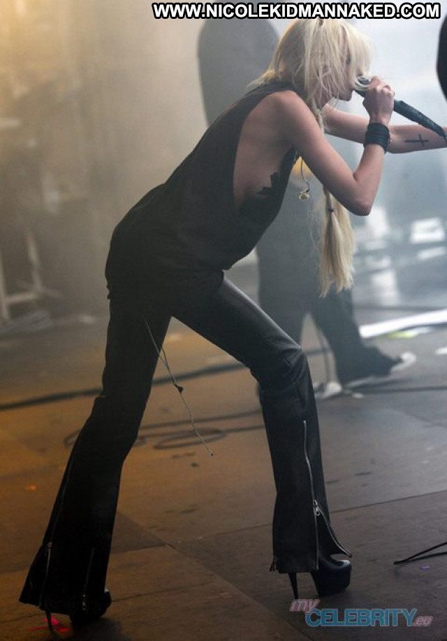 Taylor Momsen No Source Babe Usa Celebrity Famous Posing Hot