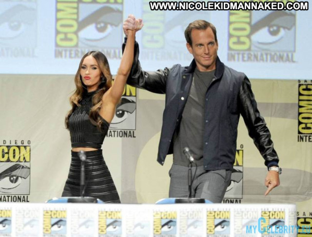 Megan Fox No Source Usa Posing Hot Ninja Beautiful Babe Mutant Movie