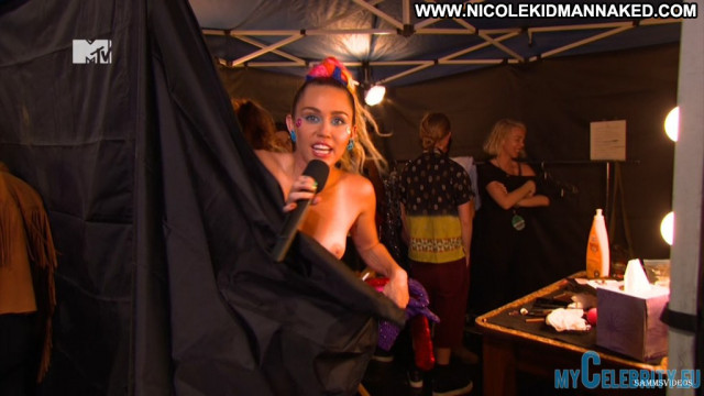 Miley Cyrus Red Carpet Beautiful Interview Babe Posing Hot Usa