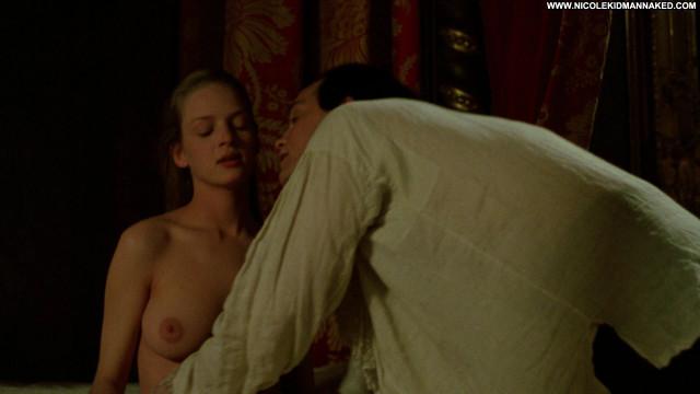 Uma Thurman Dangerous Liaisons Posing Hot Nude Celebrity Beautiful