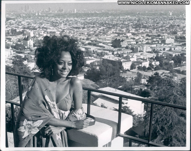 Diana Ross Crossing Over Beautiful Celebrity Hollywood Posing Hot Hot