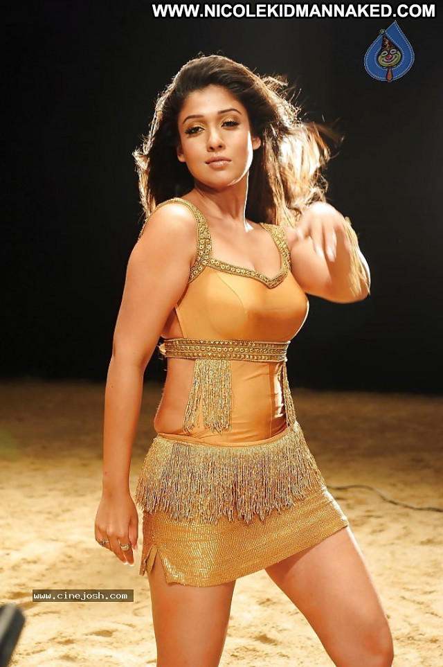 Nayanthara Pictures Sea Asian Hot Tamil Celebrity Sexy Actress